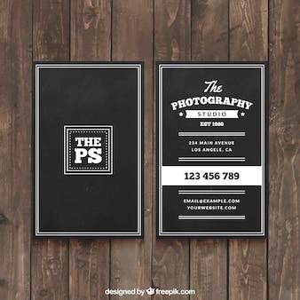 Cartão preto elegante para um fotógrafo profissional