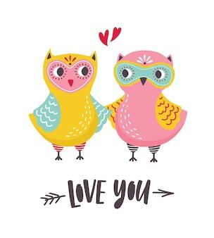 Cartão romântico com um par de corujas fofas e a inscrição love you escrita à mão com fonte cursiva