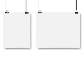 Cartaz branco pendurado com fichário