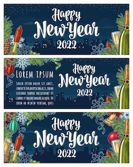 Cartaz de feliz ano novo de 2022 letras de caligrafia com cidade à noite