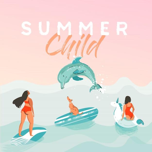 Cartaz de ilustração engraçada desenhada horário de verão abstrata com garotas surfistas no círculo de flutuador unicórnio branco, biquíni com cachorro na textura de ondas do oceano azul e citação de caligrafia moderna criança de verão