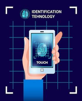 Cartaz de tecnologias de usuário de identificação biométrica com a mão segurando o smartphone com imagem de impressão digital de senha de identificação de tela de toque