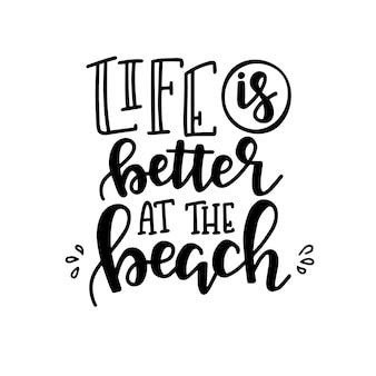 Cartaz de tipografia de verão. frase manuscrita conceitual t camisa mão com letras desenho caligráfico. inspirador