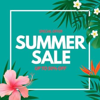 Cartaz de venda de verão fundo natural com flores exóticas de palmeiras tropicais e folhas de monstera