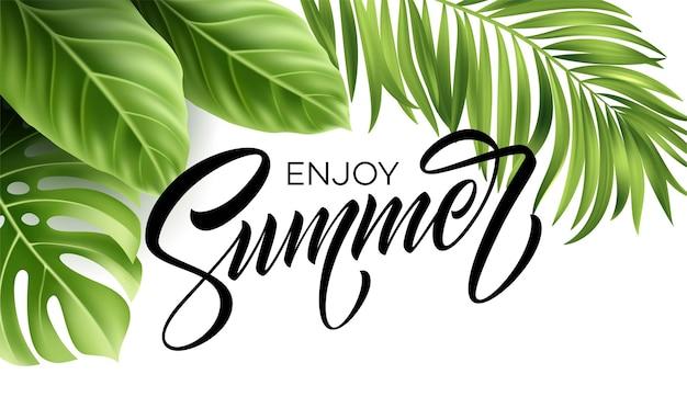 Cartaz de verão com folha de palmeira tropical e letras manuscritas.