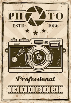 Cartaz de vetor de estúdio fotográfico profissional com câmera vintage. em camadas, textura e texto separados do grunge