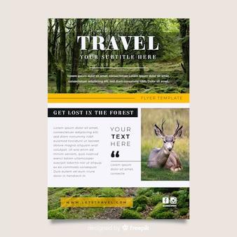 Cartaz de viagens com modelo de foto