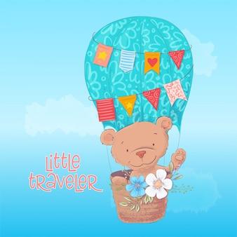 Cartaz do cartão de um urso bonito em um balão com as flores no estilo dos desenhos animados. desenho à mão.
