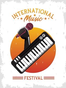 Cartaz do festival internacional de música com microfone e piano para levantamento de mão