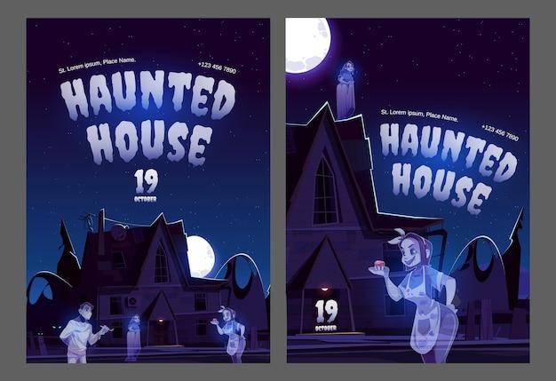 Cartazes de casas mal-assombradas com uma casa velha com fantasmas à noite.