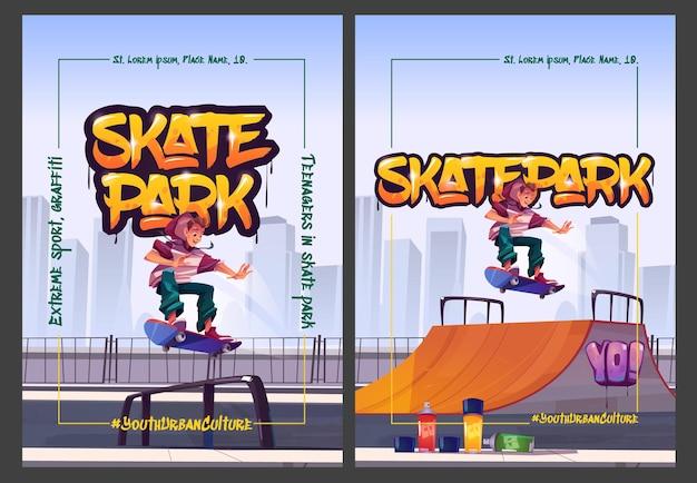 Cartazes de desenhos animados do parque de skate com adolescente em patins realizando manobras de salto de skate em rampas