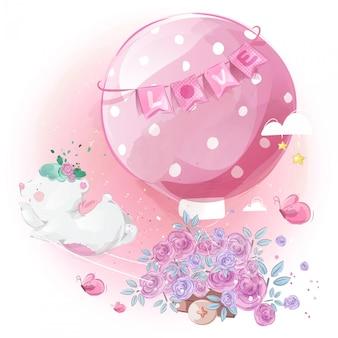 Carteiro ursinho com um balão de linda flor no céu brilhante.