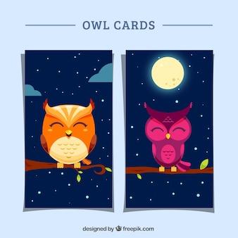 Cartões com corujas bonitos em design plano