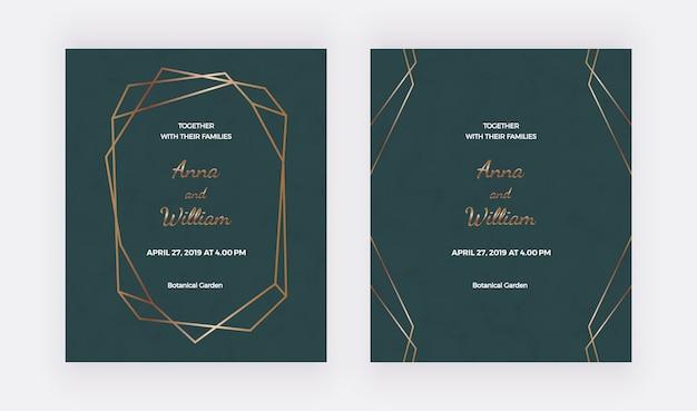 Cartões de convite de casamento esmeralda com moldura poligonal dourada e linhas geométricas.