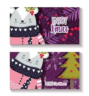 Cartões de feliz natal com urso polar com bagas de azevinho e árvore de natal