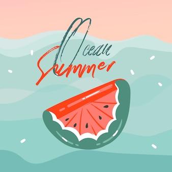 Cartões de ilustrações desenhadas mão abstrata dos desenhos animados horário de verão com bóia de melancia flutuam em ondas azuis, pôr do sol e texto de tipografia ocean summer em fundo rosa pastel