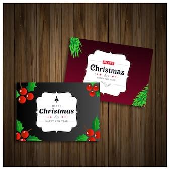 Cartões de natal em cor roxa e preta em fundo de madeira