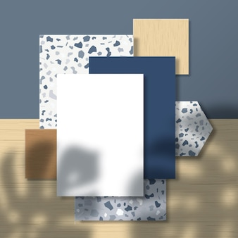 Cartões de visita e panfleto em padrão de mosaico e superfície de ladrilhos de madeira com uma sobreposição de sombra de folhas de palmeira tropical monstera