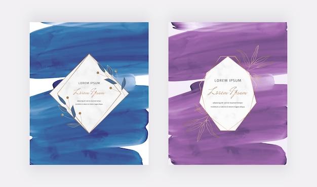 Cartões em aquarela de pincelada de azul e roxo com molduras de mármore geométricas.