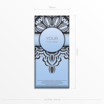 Cartões postais retangulares em azul claro com ornamentos pretos luxuosos. design de cartão de convite com padrões vintage.