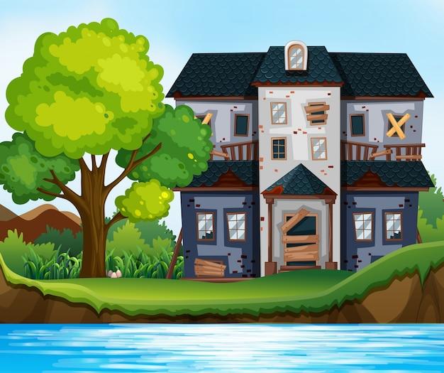 Casa arruinada junto à lagoa