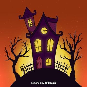 Casa de halloween dos desenhos animados em uma colina ao entardecer
