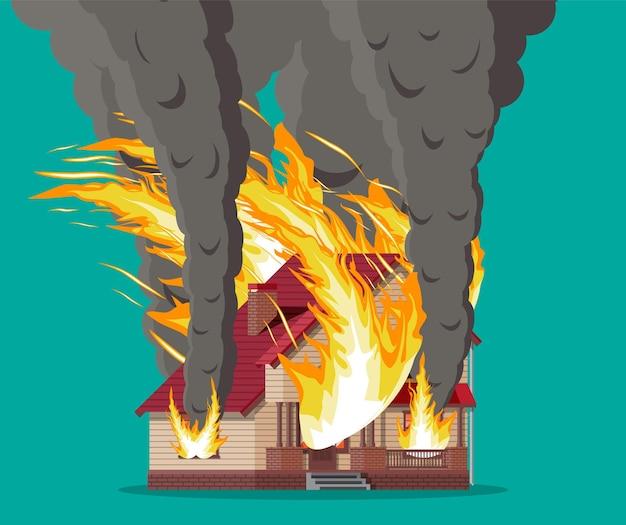 Casa de madeira queima fogo em casa de campo
