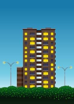 Casa de vários andares, arbustos verdes e luzes de rua no contexto do céu noturno. paisagem urbana.