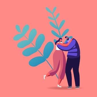 Casal amoroso feliz ou amigos abraçando ao ar livre.