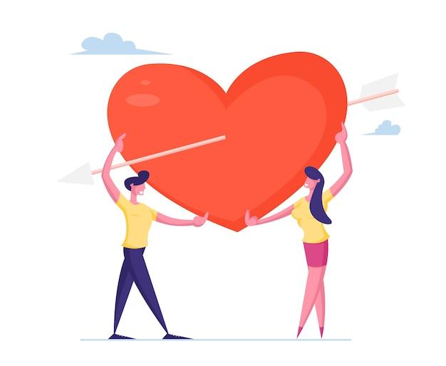 Casal apaixonado compartilha um enorme coração vermelho trespassado por uma flecha de cupido.