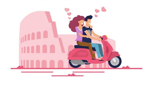 Casal apaixonado dirigindo ciclomotor pela rua da cidade