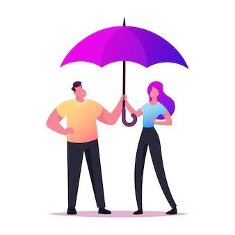 Casal apaixonado e feliz, segurando as mãos de guarda-chuva, caminhando em clima de chuva