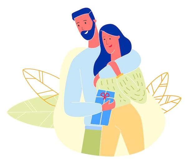 Casal apaixonado, homem abraçando mulher segurando presente