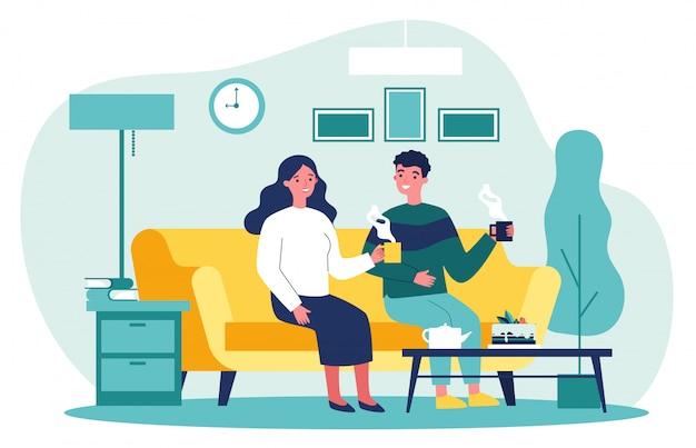 Casal apaixonado sentados juntos no sofá com xícaras de café