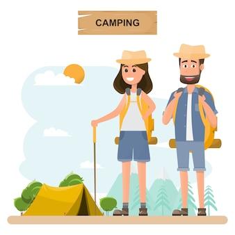 Casal com mochila ir para acampar em um período de férias