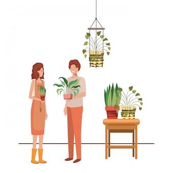 Casal com planta de casa em cabides de macramé