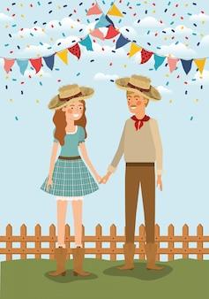 Casal de agricultores comemorando com guirlandas e vedação