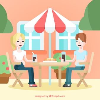 Casal de almoço no dia ensolarado