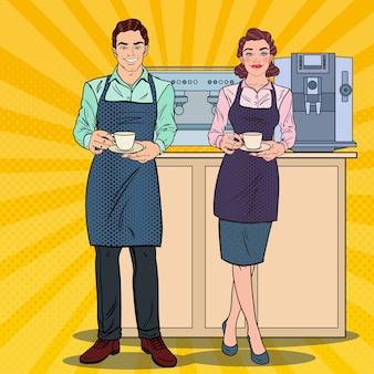 Casal de barista preparando café