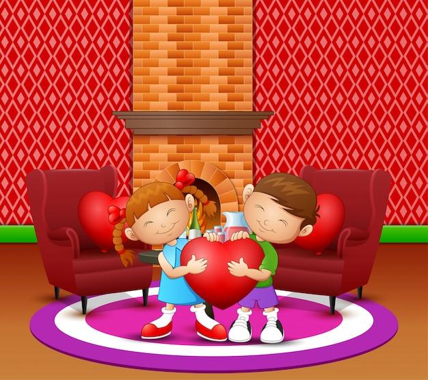 Casal de desenhos animados garoto segurando coração na sala de estar