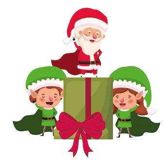 Casal de elfos e papai noel com caixa de presente