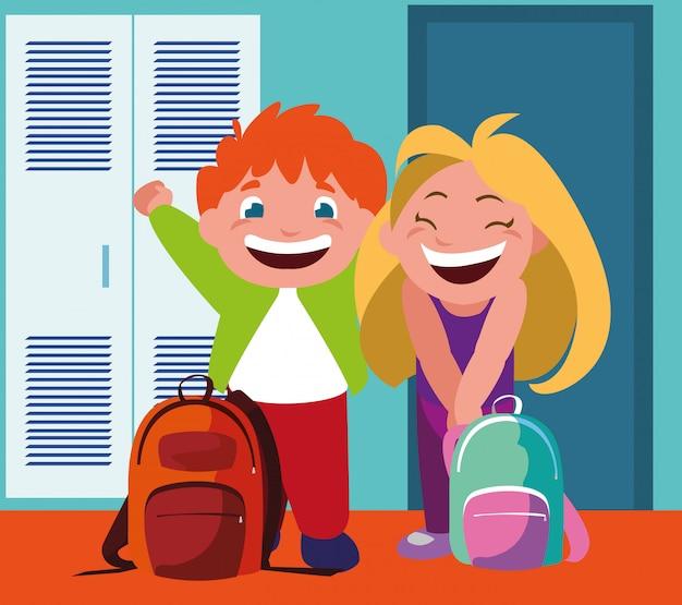 Casal de estudantes no corredor da escola com armários, volta às aulas