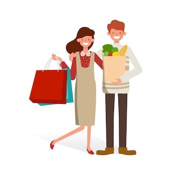 Casal de família feliz com sacolas de compras.