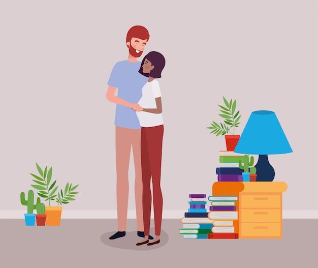 Casal de gravidez amantes interraciais na casa