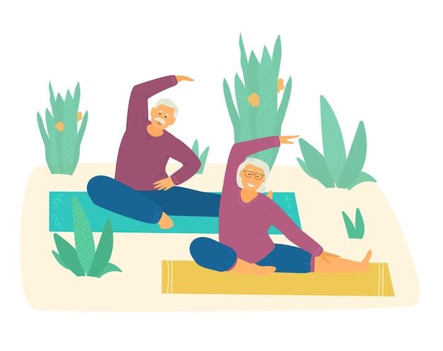 Casal de idosos sorridente praticando ioga ou alongamento em esteiras rodeadas de plantas.