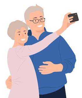 Casal de idosos tirando uma selfie pelo celular feliz