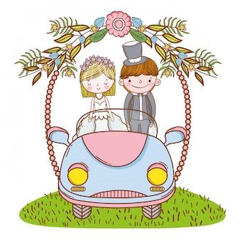 Casal de noivos no desenho bonito do carro