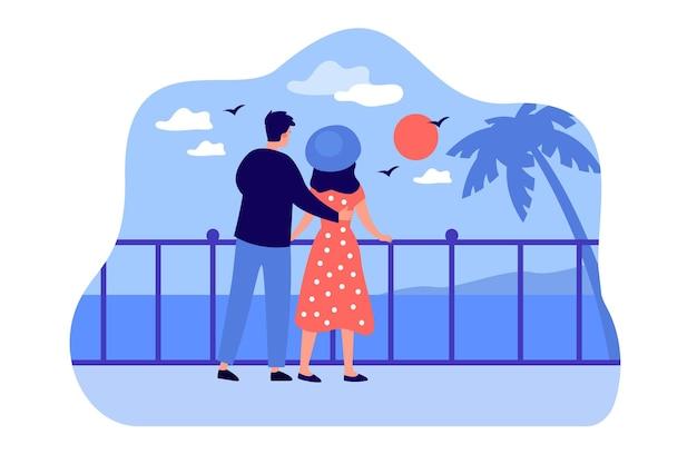 Casal de turistas de desenho animado se abraçando e apreciando a paisagem marinha ao pôr do sol.