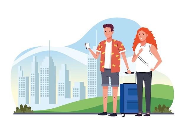 Casal de turistas em pé com mala nos personagens da cidade