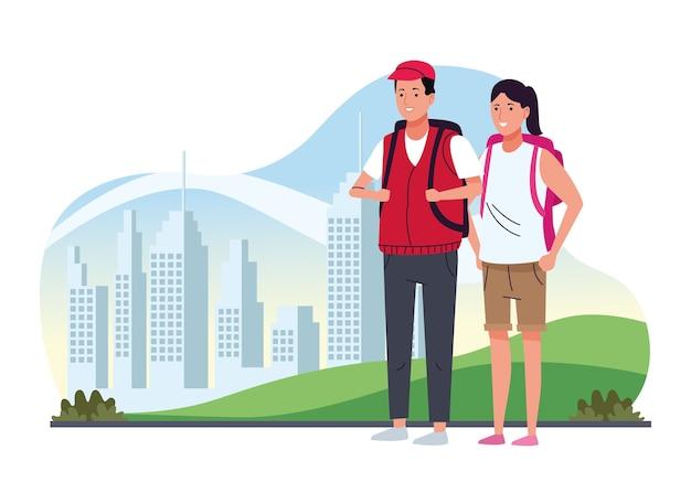 Casal de turistas em pé com malas de viagem sobre os personagens da cidade